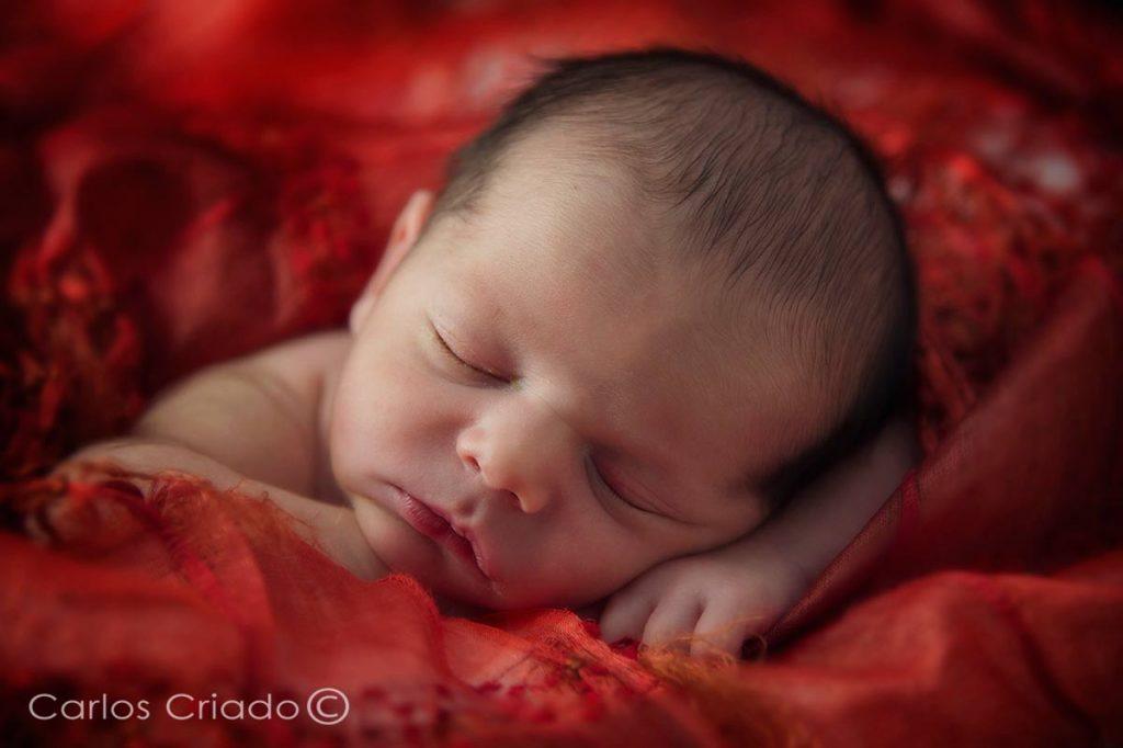 Fotografía de bebe en extremadura, realizada por Carlos Criado